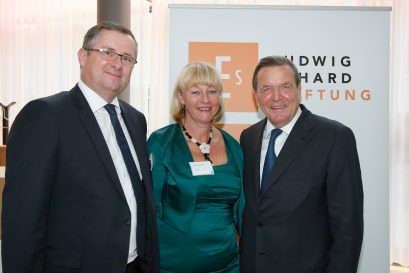 Holger und Monique Steltzner mit Gerhard Schröder
