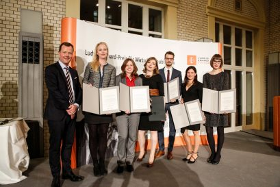 Übergabe des Preises an Dr. Katharina Derlin, Sabine Gurol, Lisa Malecha, Nils Oehlschläger, Isabel Rollenhagen, Linda Tonn