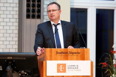 """Holger Steltzner, Herausgeber der Frankfurter Allgemeinen Zeitung, spricht zur """"Rolle der Medien in der Sozialen Marktwirtschaft""""."""
