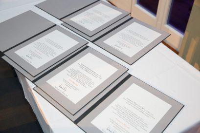 Urkunden über den Ludwig-Erhard-Preis für Wirtschaftspublizistik