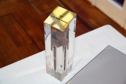 Eingeschweißte Zigarre als Trophäe für die Preisträger