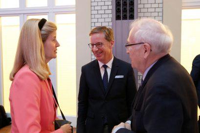 Dr. Dorothea Siems, Mitglied der Jury des Ludwig-Erhard-Preises für Wirtschaftspublizistik, Prof. Dr. Michael Hüther, Mitglied der Ludwig-Erhard-Stiftung, und Bundesminister a.D. Rainer Brüderle