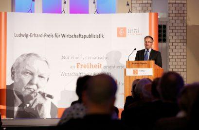 Preisträger Dr. Peter Rásonyi, Leiter der Auslandsredaktion der Neuen Zürcher Zeitung