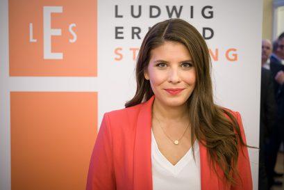 Festrednerin Sarna Röser, Bundesvorsitzende des Verbands Die Jungen Unternehmer und Mitglied der Ludwig-Erhard-Stiftung