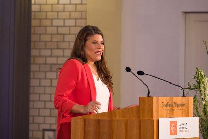 Festrednerin Sarna Röser, Bundesvorsitzende des Verbandes Die jungen Unternehmer und Mitglied der Ludwig-Erhard-Stiftung