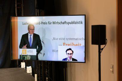 Frank Schäffler und Preisträger 2020 Dan McCrum per Video aus London zugeschaltet