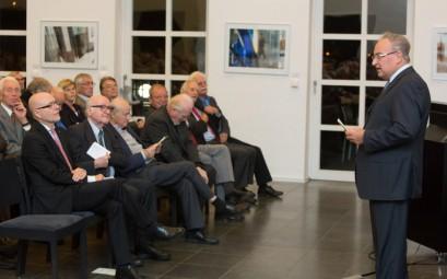 Professor Max G. Huber, Vorsitzender des Universitätsclubs Bonn, begrüßte die Gäste.