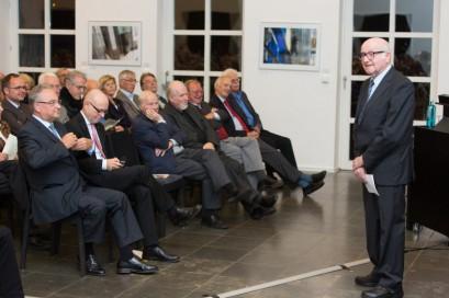 Martin Grüner, Schatzmeister der Stiftung, führte in die Veranstaltung ein.
