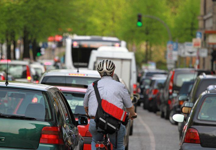 Lenken statt verbieten: Freie Fahrt und bessere Luft dank Maut