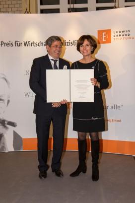 Roland Tichy und Preisträgerin Dr. Nicola Leibinger-Kammüller