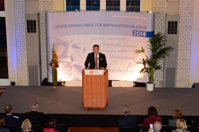 Roland Tichy, Vorsitzender der Ludwig-Erhard-Stiftung, begrüßte die Gäste und sprach die Laudationes auf die beiden Hauptpreisträger.