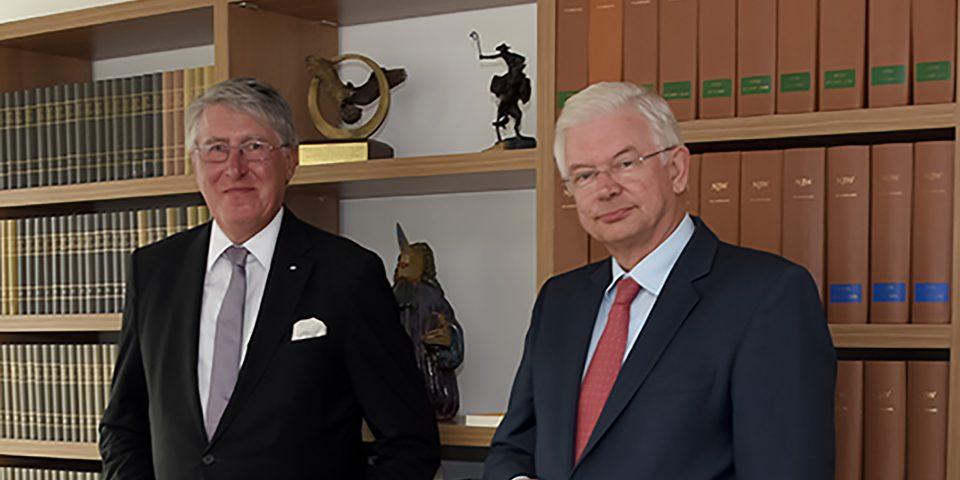 Roland Koch und Willi Rugen im Gespräch