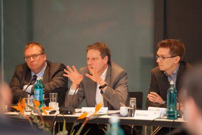 Dr. Wolfgang Tischner, Dr. Stefan Bach, Moderator Patrick Bernau