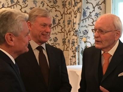 Bundespräsident Joachim Gauck mit den Altbundespräsidenten Horst Köhler und Roman Herzog