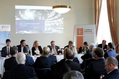 Podium (von links): Mark Helfrich MdB, Richard Jager, Kerstin Schreyer MdL, Wolfgang Steiger, Roland Tichy, Barbara Kauffmann, Prof. Dr. Hilmar Schneider