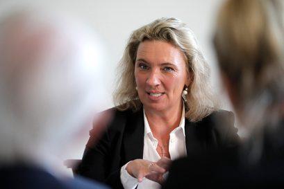 Kerstin Schreyer MdL, bayerische Staatsministerin für Familie, Arbeit und Soziales, erläutert die Arbeitsmarktsituation in ihrem Bundesland.