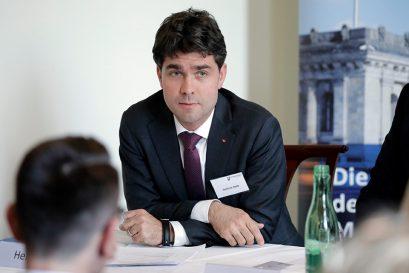 Mark Helfrich MdB, CDU/CSU-Bundestagsfraktion, fordert mehr Praxisrelevanz.