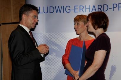 Dr. Rainer Hank mit den Förderpreisträgerinnen im Gespräch.
