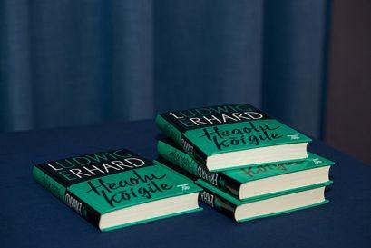 """Ludwig Erhards 1957 erschienenes Buch """"Wohlstand für Alle"""" gibt es auch in estnischer Sprache."""