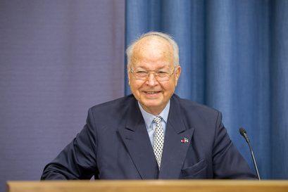 Dr. Herbert B. Schmidt war Chefberater der estnischen Regierung für Privatisierung von 1992 bis 1996 und ist Ehrenmitglied der Ludwig-Erhard-Stiftung.